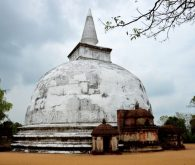With bicycle through Polonnaruwa